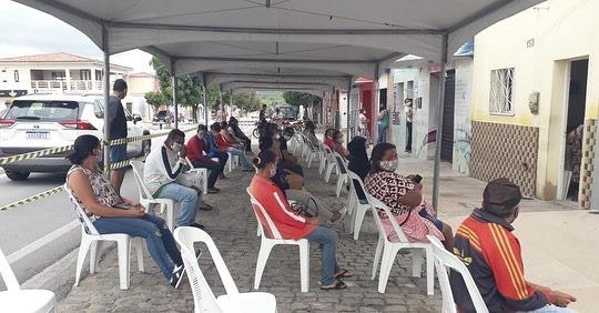 Governo Municipal disponibiliza tendas, cadeiras, guardas e higienização diária para a Casa Lotérica
