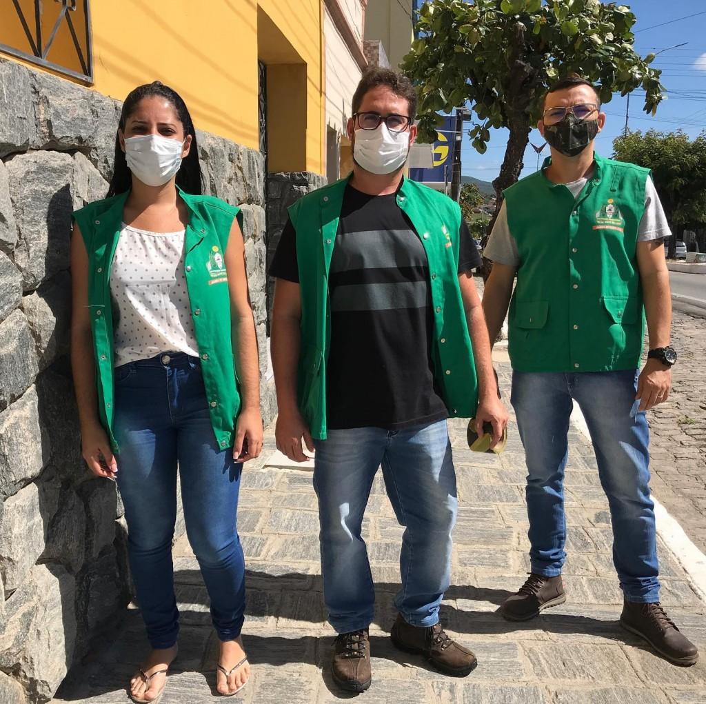 Equipe de Vigilância Sanitária vai as ruas para orientar os comerciantes quanto ao decreto municipal