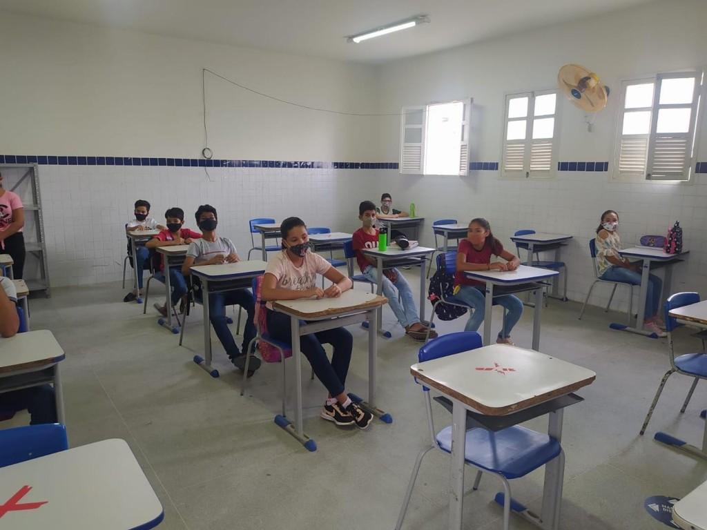 Acontece hoje (04) a retomada das aulas presenciais em nosso município.