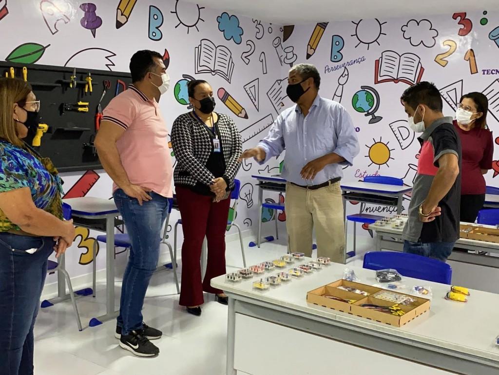 Formação com professores de ciências e matématica ocorre nesta terça-feira (26) na sala de robótica