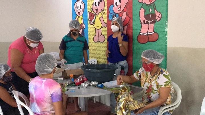 A Secretaria de Assistência Social promoveu um curso de confecção de ovos de Páscoa