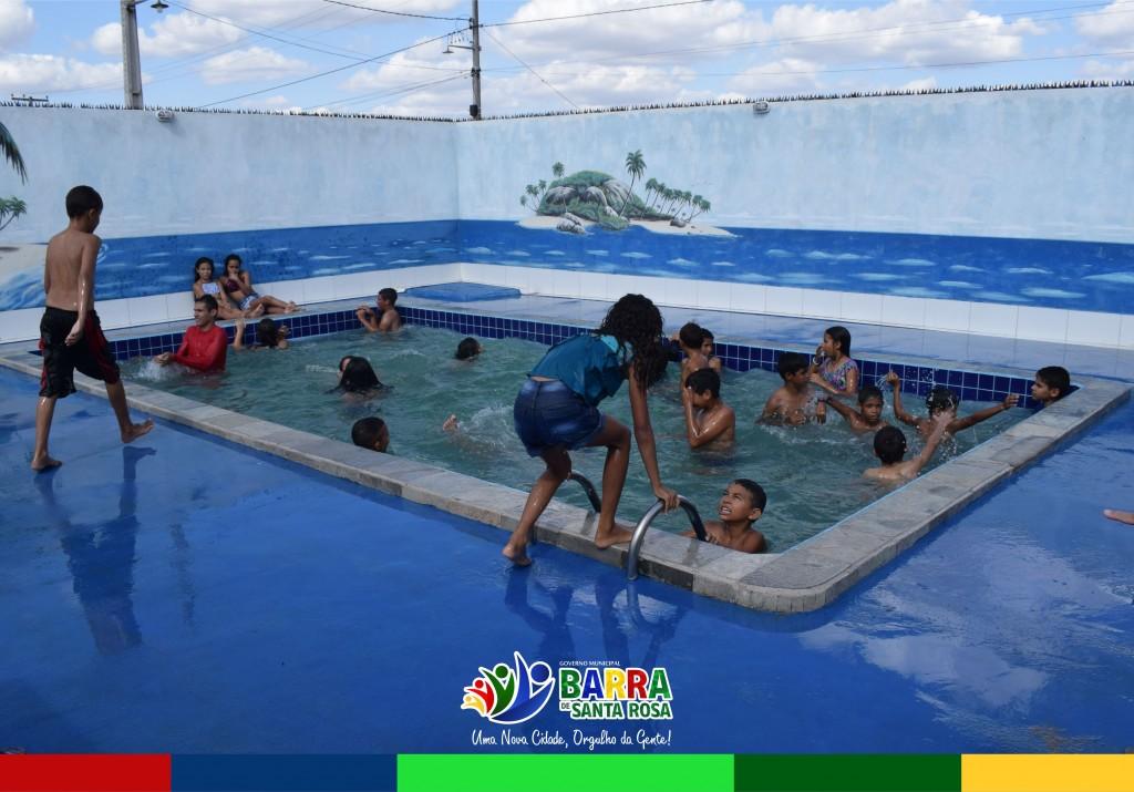 Crianças do Serviço de Convivência e Fortalecimento de Vínculos comemoram Dia das Crianças na piscina