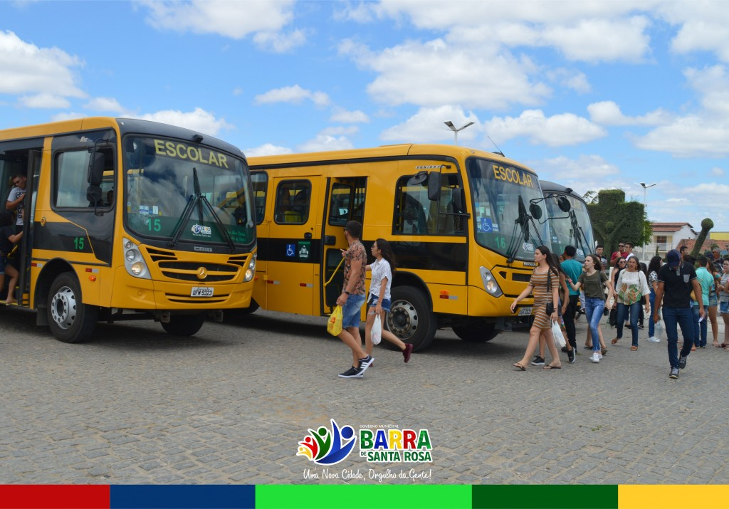 Governo Municipal disponibilizou 05 ônibus para transportar os alunos até a cidade de Cuité para realizar o ENEM