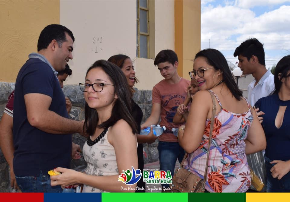 Transporte, água e chocolate: Pessoas que foram prestar o ENEM receberam apoio do Governo Municipal