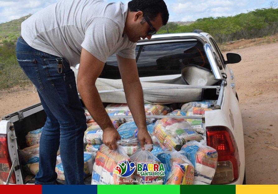 Prefeito Neto Nepomuceno continua distribuindo cestas básicas em várias comunidades, dessa vez na Zona Rural