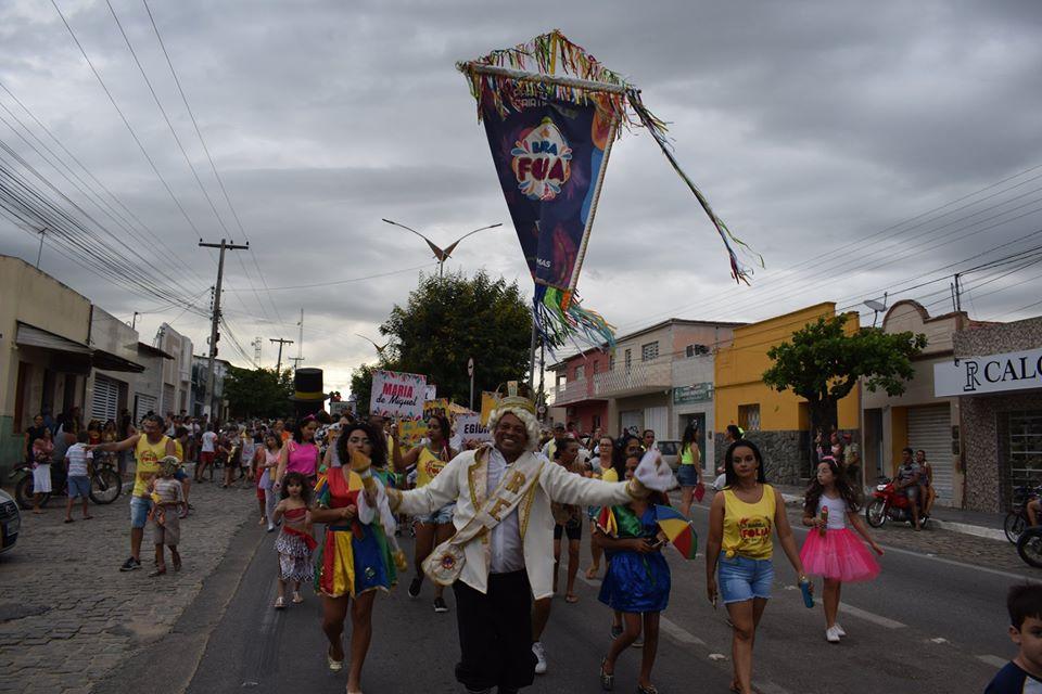Barra Folia 2020 foi um sucesso e reuniu centenas de pessoas nas ruas para recordar o carnaval