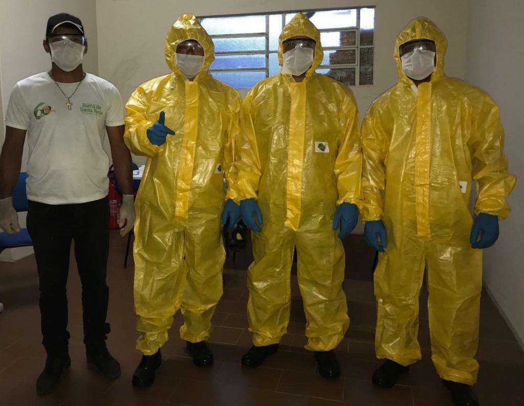 Prefeito e Secretária de Saúde entregam EPI para agentes do Combate às Edemias